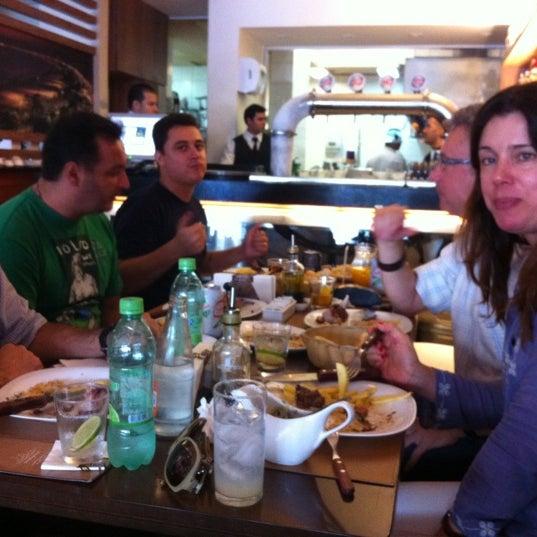 Foto tirada no(a) Ao Chopp do Gonzaga por Dona S. em 4/26/2012