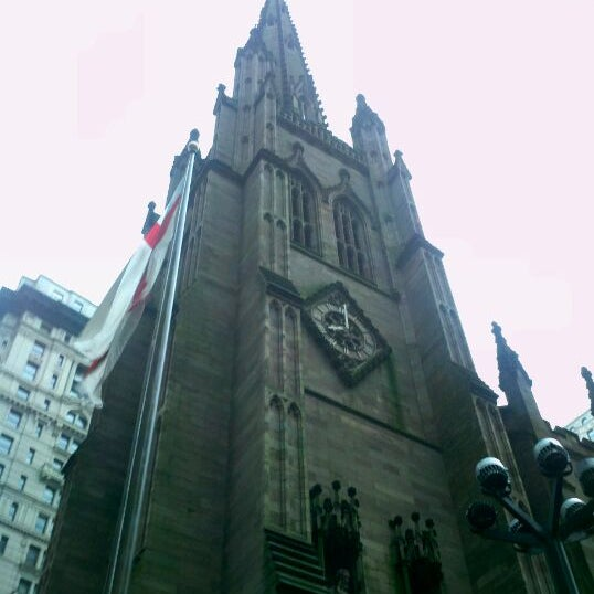 Photo taken at Church of the Holy Trinity (Episcopal) by Cesar L. on 3/31/2012