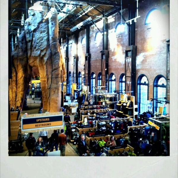 Foto tirada no(a) REI por BigRyanPark em 3/3/2012