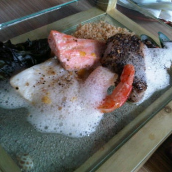 Photo taken at Aloha Aina Chef Dimas -Refined Hawaiian Cuisine by Chef Dimas Soeyono. by Irwan H. on 6/2/2012