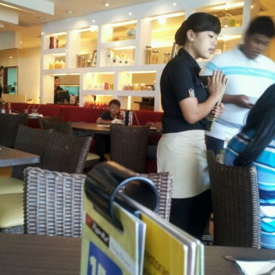 Photo taken at Pizza Hut by Andrizal E. on 2/4/2012