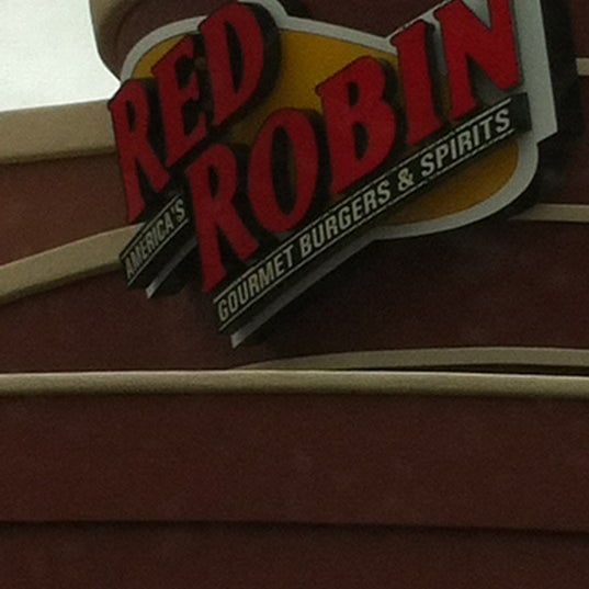 Photo taken at Red Robin Gourmet Burgers by Bert F. on 5/7/2012