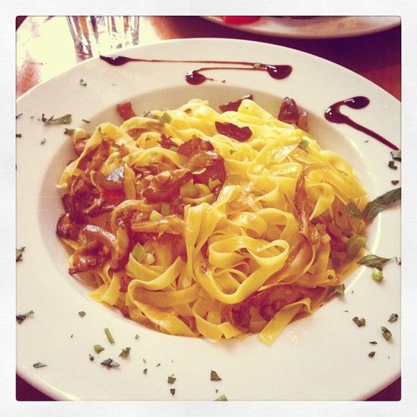 Photo prise au Café Bota par Lucie V. le8/6/2012