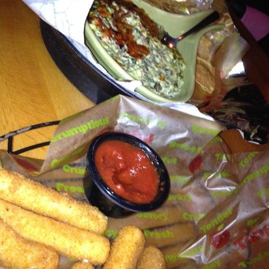 Photo taken at Applebee's Neighborhood Grill & Bar by Rachel S. on 6/19/2012