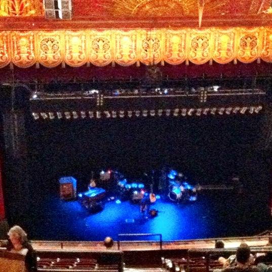 รูปภาพถ่ายที่ Beacon Theatre โดย Ray R. เมื่อ 5/24/2012