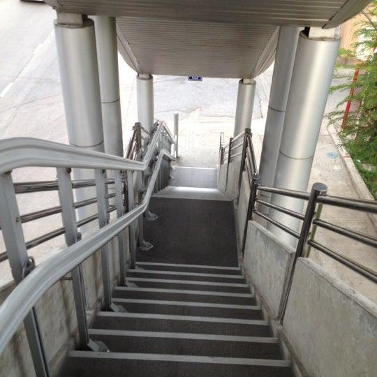 Photo taken at BRT วัดปริวาส (Wat Pariwat) by Parkin W. on 6/1/2012