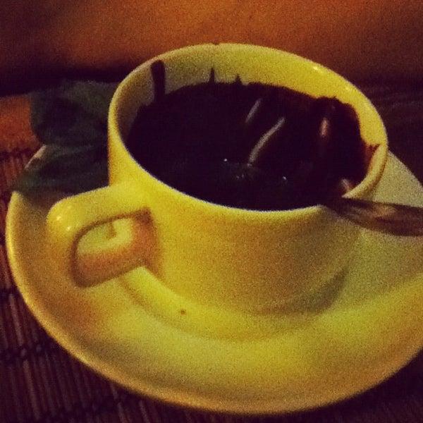 Снимок сделан в Кофейня «Кардамон» и лавка «Коллекция Пустяков» пользователем Alyona T. 4/7/2012