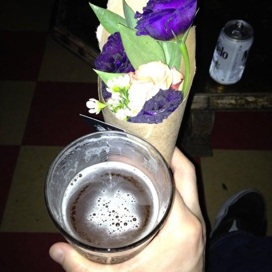 Das Foto wurde bei Sycamore Flower Shop + Bar von Harlan E. am 3/16/2012 aufgenommen