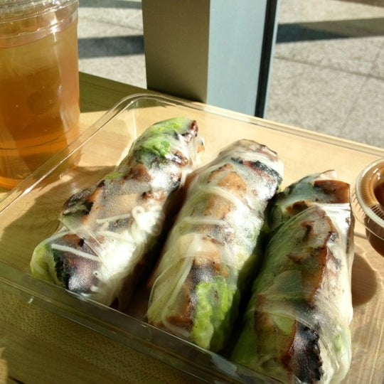 Photo taken at Freshroll Vietnamese Rolls & Bowls by Jenny L. on 6/10/2012