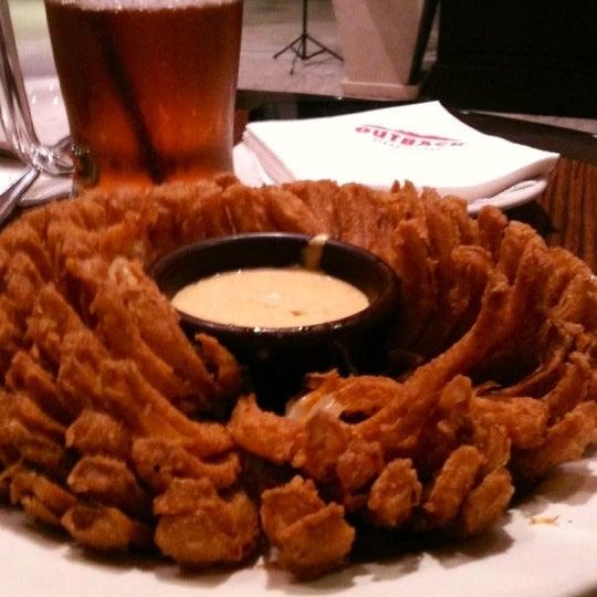Foto tirada no(a) Outback Steakhouse por Andrea S. em 6/7/2012
