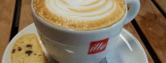 Espressamente Illy Chapalita is one of Cafés.