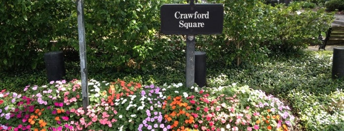 Crawford square is one of Savannah.