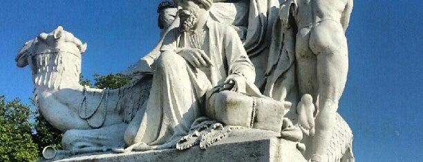 Albert Memorial is one of London.