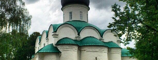 Александровский кремль is one of Москва и загородные поездки.