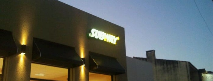 Subway is one of Restaurantes.