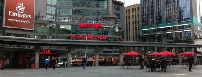Yonge-Dundas Square is one of Cosas por hacer en Toronto.