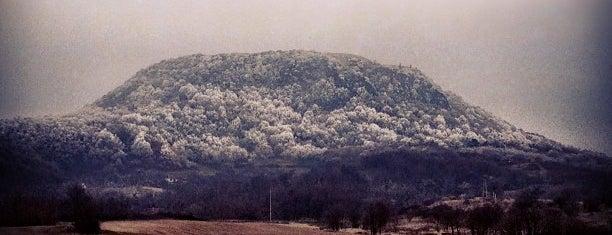 Csobánc hegy is one of Meg kéne nézni.