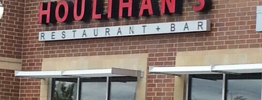 Houlihan's Naperville is one of Places I wanna go to.