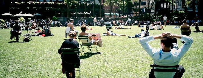 Bryant Park is one of Best outdoor reading and thinking spots.
