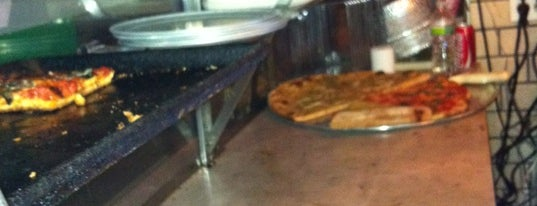 Artichoke Basille's Pizza & Bar is one of Pizza-To-Do List.