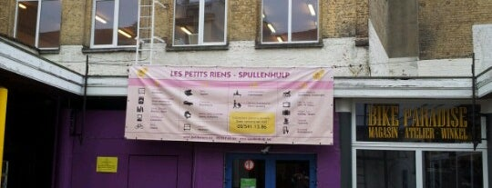 Les Petits Riens / Spullenhulp is one of Hipster Brussels.