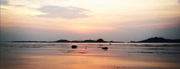 Pantai Tanjung Pinggir is one of History's Places.