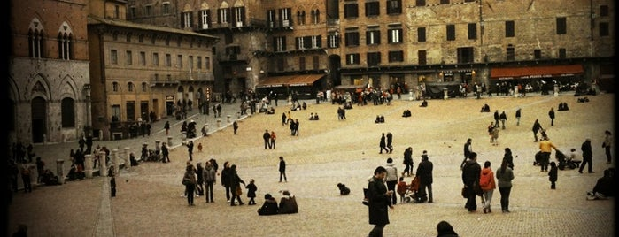 Piazza del Campo is one of Neapol.