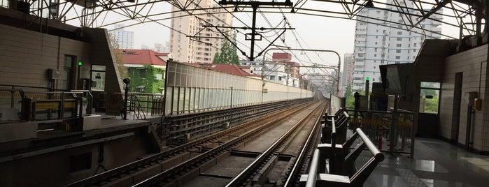 Dabaishu Metro Stn. is one of Metro Shanghai.