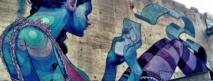 Mural Czytająca Dziewczyna (Aryz) is one of Łódzkie Murale.