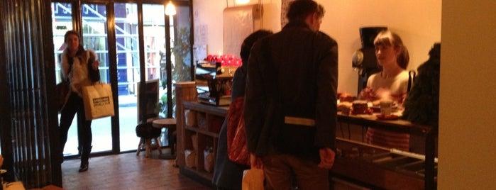 Lockwood is one of Best Coffee Shops Paris.