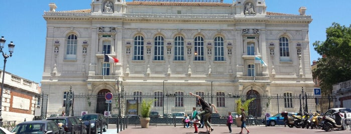 Palais des Arts is one of MRS.