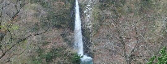 大山滝 is one of 日本の滝百選.
