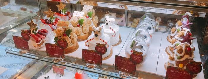PARIS CROISSANT Café is one of Good places in Seoul.
