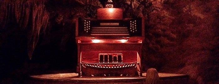 Luray Caverns is one of Zvuk.