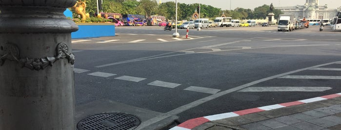 Lan Phra Rup Intersection is one of All-time favorites in Thailand.