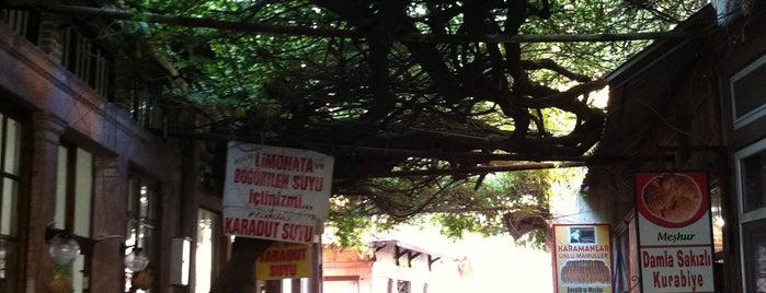 Ayvalık Dar Sokaklar is one of sevdiğim mekanlar.