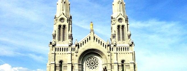 Basilique Sainte-Anne-de-Beaupré is one of Quebec to-do/eat.