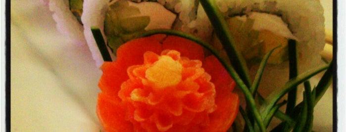 Sushi Roll is one of Comida japonesa y más.