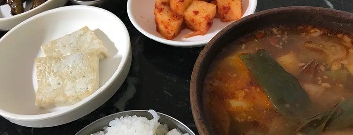 옛집식당 is one of 한국인이 사랑하는 오래된 한식당 100선.