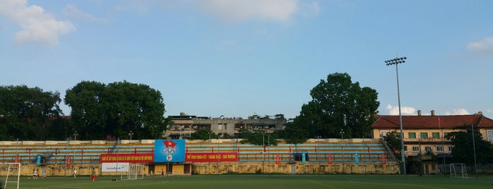 Sân Vận Động Bách Khoa is one of Ăn vặt Hà Nội.