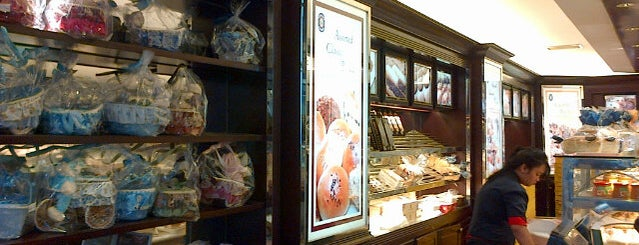 Holland Bakery is one of Baker Dozen Badge in Jakarta.