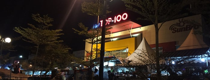 Mall Top 100 is one of Malls in Batam.