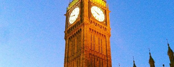 Elizabeth Tower (Big Ben) is one of London tour.