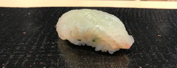 すし六香 is one of 大人が行きたいうまい店2 福岡.