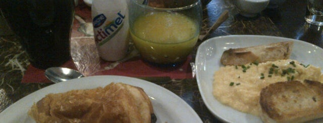 Café Oliver is one of Desayunos y meriendas en Madrid.