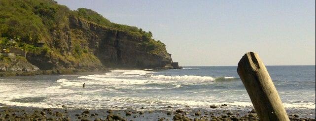 Playa El Zonte is one of mar.