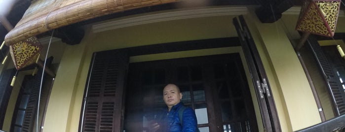 Tứ Phương Vô Sự Lầu Cafe is one of Huế.