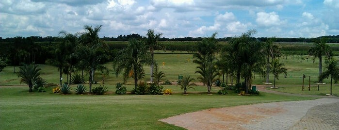 Damha Golf Club is one of Lugares Diversos.