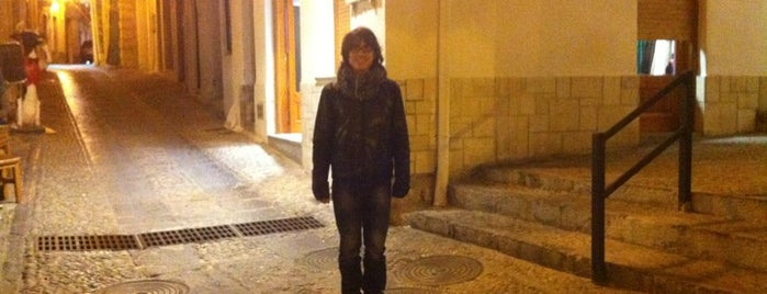 Cruce Calle mayor Con Matilde Tinot is one of Top picks for Plazas.