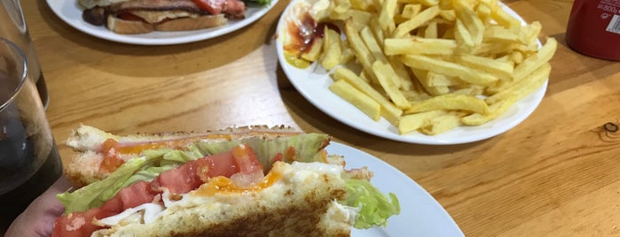 Manu's Burguer is one of Favorite Food.